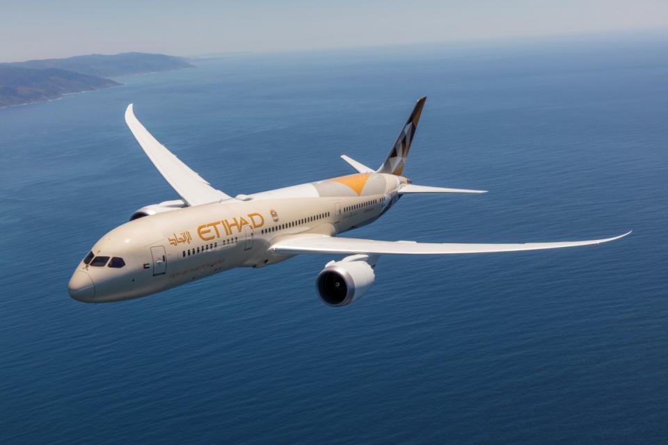 """"""" الاتحاد للطيران """" تشغل رحلات إجلاء إضافية إلى 5 وجهات"""