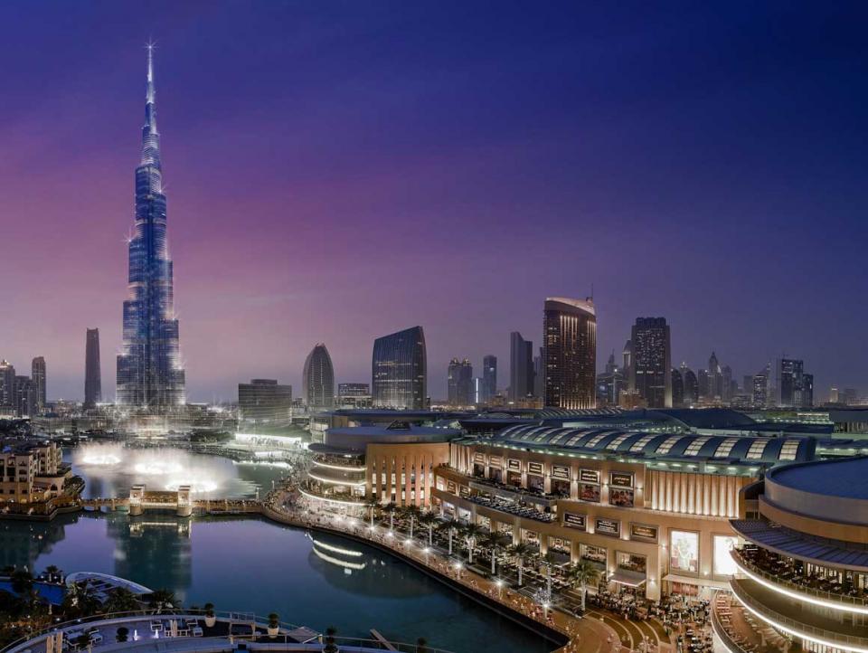 الإمارات: تقييد الدخول إلى مراكز التسوق ومتاجر التجزئة لمن دون 12 عاماً وفوق 60 عاماً
