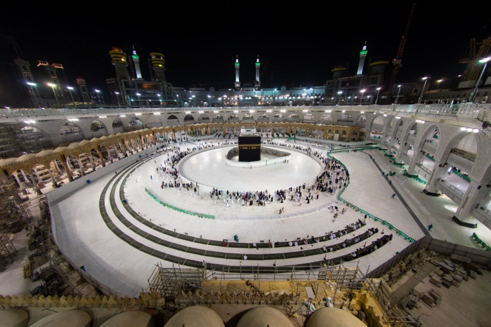 رئاسة شؤون الحرمين بالسعودية: استمرار تعليق الصلوات الخمس والتراويح بالحرمين