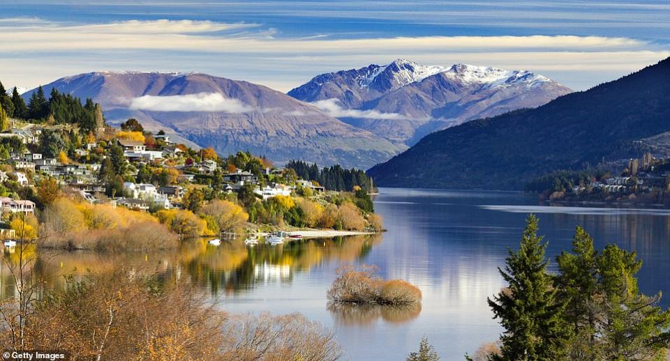 شاهد أخبار العالم بالصور، أثرياء يهربون إلى نيوزيلندا والملكة إليزابيت تحتفل بميلادها الـ 94