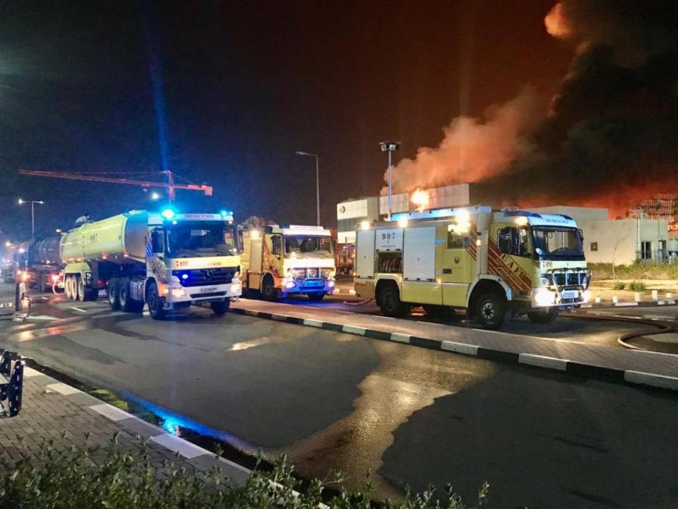 دبي: إخماد حريق في مستودع للمواد البترولية في منطقة جبل علي