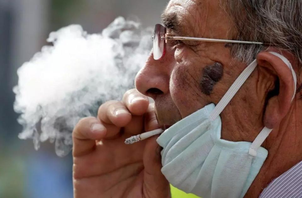 هل لمعشر المدخنين أن يبتهجوا بمزاعم حصانتهم من الإصابة بفيروس كورونا المسجد ؟