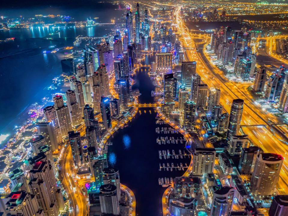 دبي: اللجنة العليا لإدارة الأزمات والكوارث تعلن تخفيفاً جزئياً لتقييد الحركة في دبي