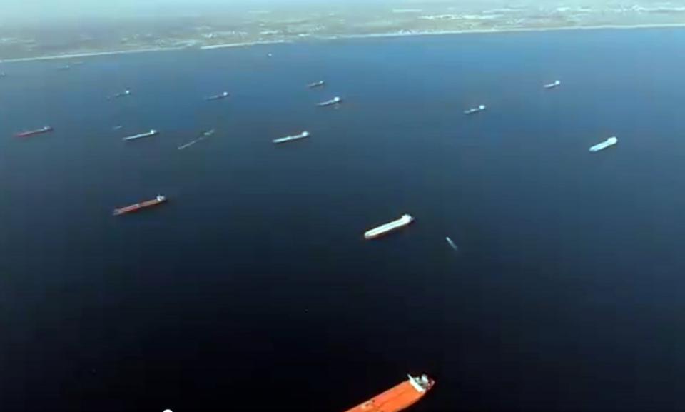 شاهد لقطات لناقلات النفط الراسية قرب كاليفورنيا