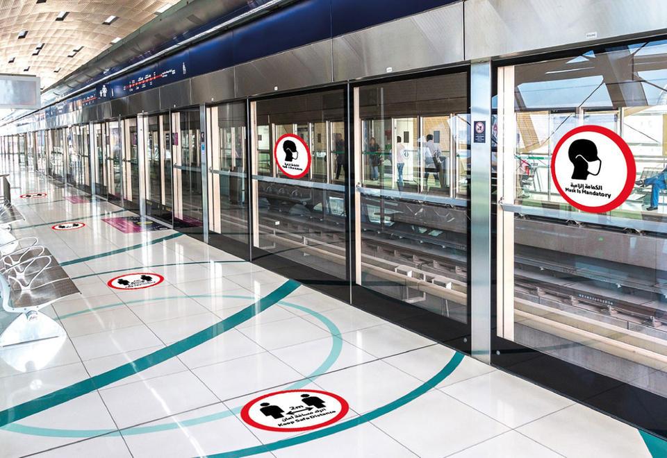 بالصور : علامات سلامة جديدة تم إطلاقها في وسائل النقل في دبي