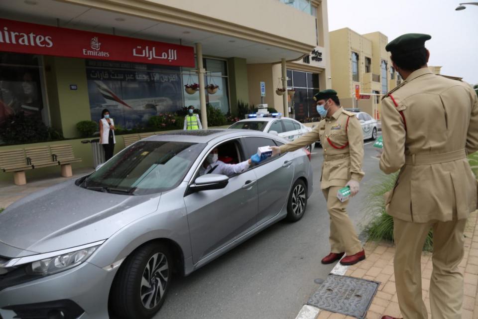 مراكز فحص للكشف عن مرض كوفيد-19 تنتشر في مختلف أنحاء الإمارات العربية المتحدة