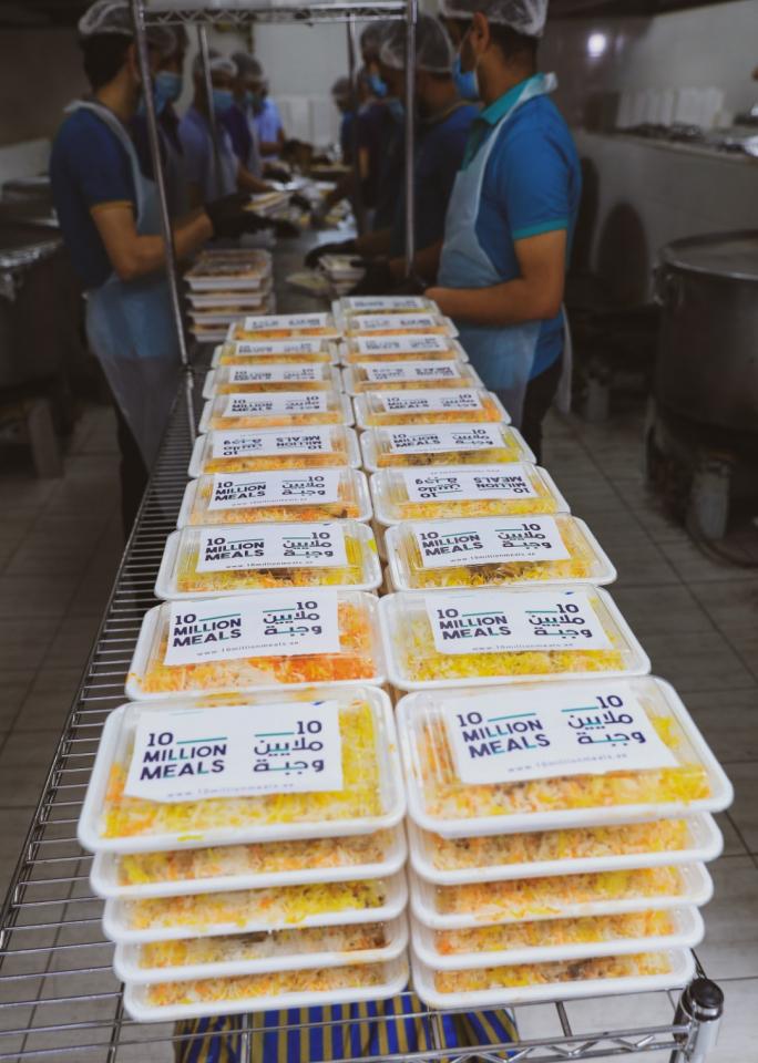 شاهد إعداد و توزيع حملة 10 ملايين وجبة