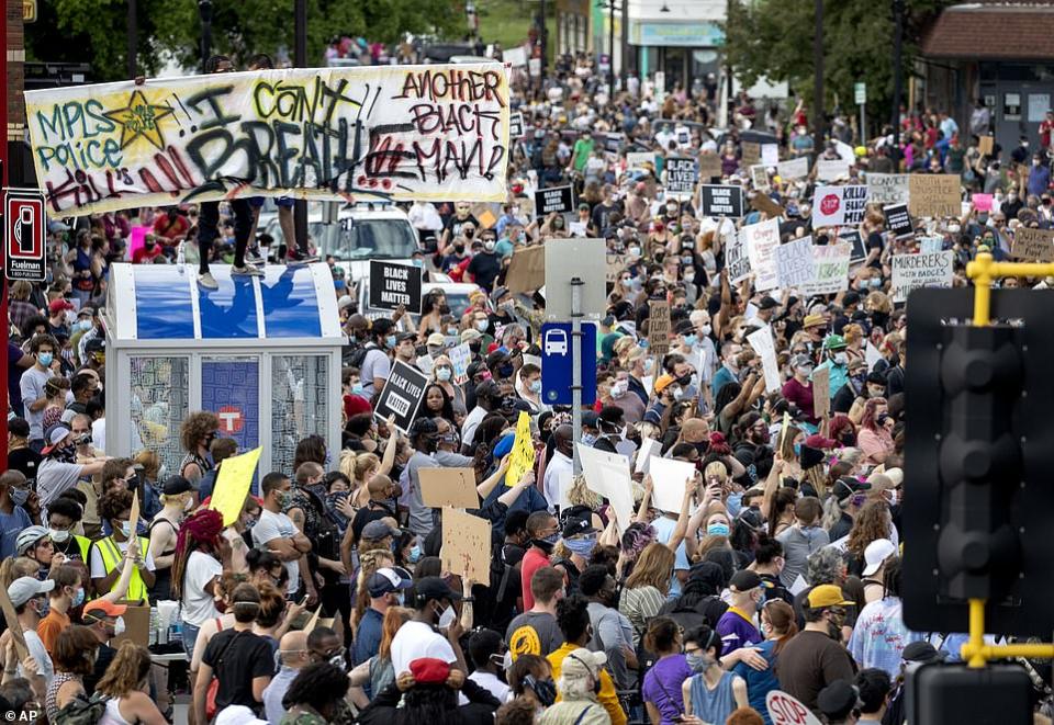 شاهد مظاهرات في منيابوليس  احتجاجا على حادثة قتل وحشية على يد الشرطة الامريكية