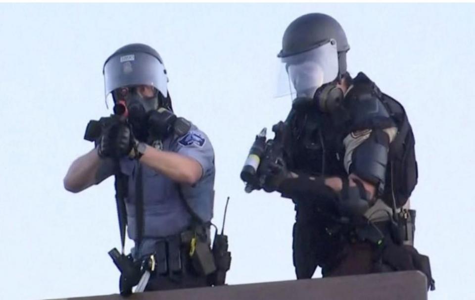 شاهد آخر لقطة لمصور رويترز قبل أطلاق شرطي النار على وجهه