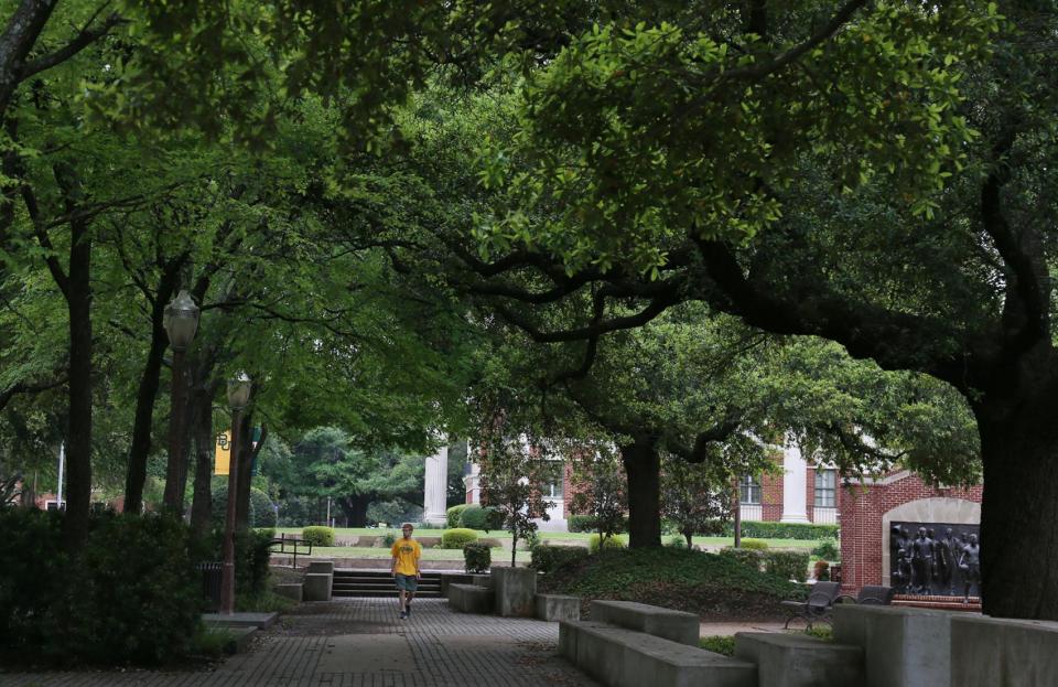 طلاب يرفعون مئات الدعاوى القضائية ضد الجامعات الامريكية بما فيها جامعة هارفارد