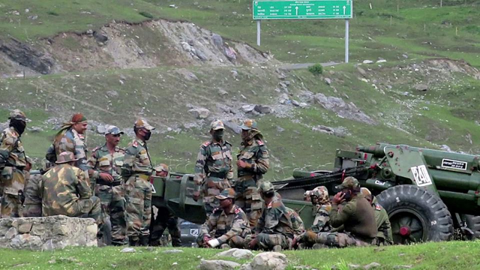 شاهد مقتل 70 جندي صيني وهندي باقتتال وحشي بالأيدي بسبب منع الأسلحة النارية