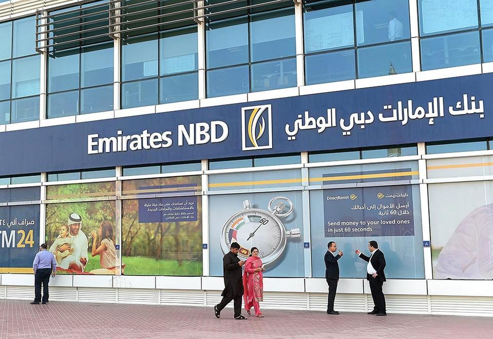 بنك الامارات دبي الوطني يسرح 10%  من موظفيه