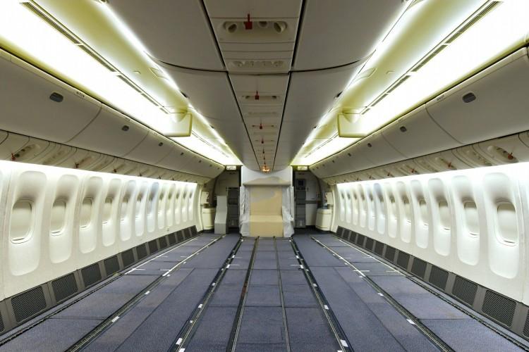 طيران الإمارات يزيل المقاعد من 10 طائرات لزيادة طاقة الشحن الجوي