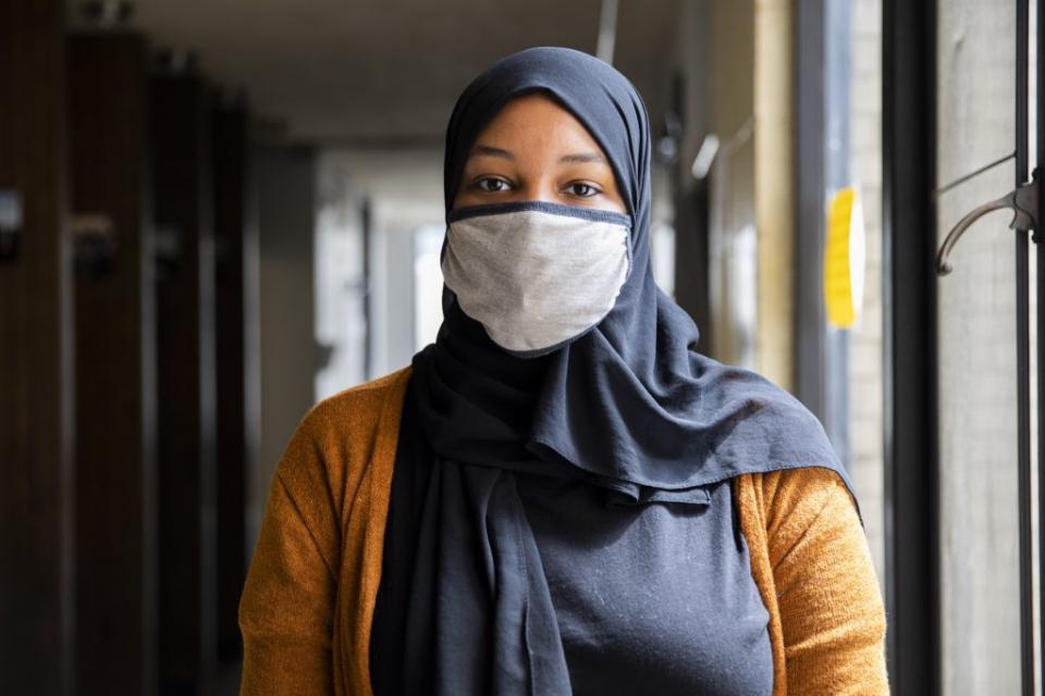 """موظفة ستاربكس تدون اسم زبونة محجبة على أنها """"داعش"""""""