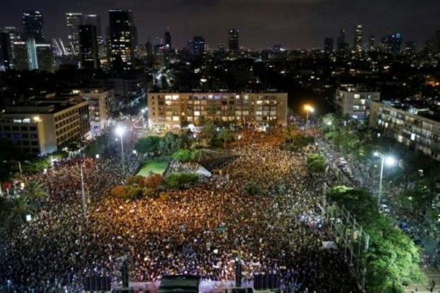 اسرائيليون يتظاهرون احتجاجا على تعامل الحكومة مع تداعيات أزمة كورونا