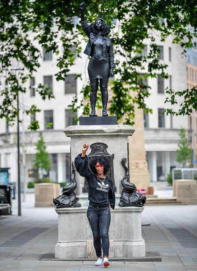 شاهد تمثال لفتاة يحل محل تمثال تاجر عبيد في إنجلترا