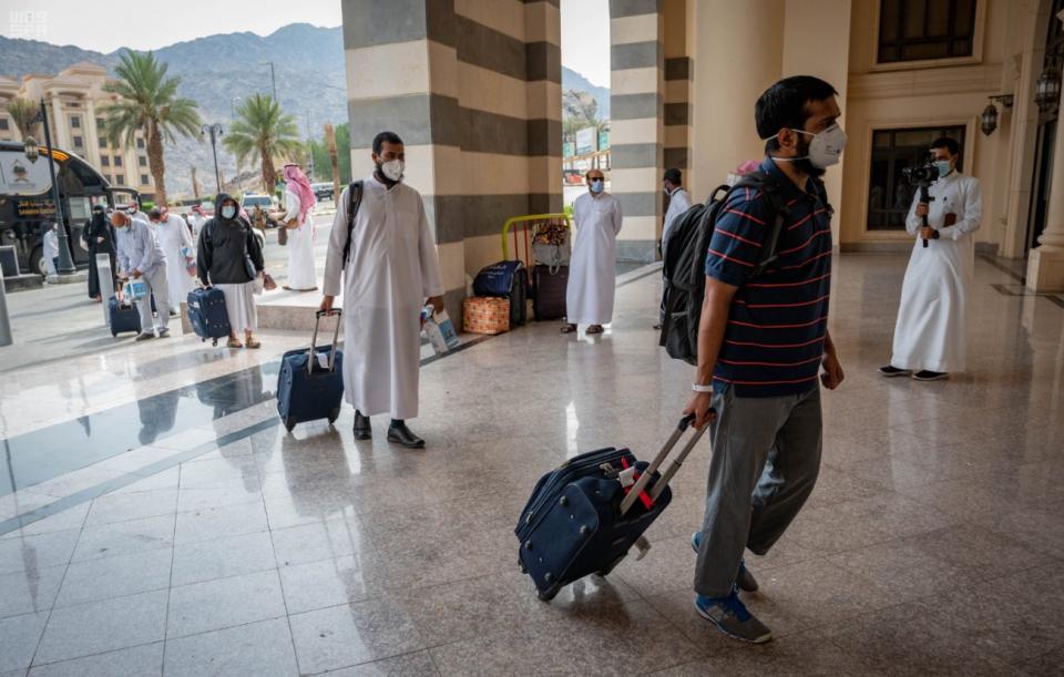 شاهد وصول أول دفعة من حجاج بيت الله الحرام إلى جدة قادمين من القصيم
