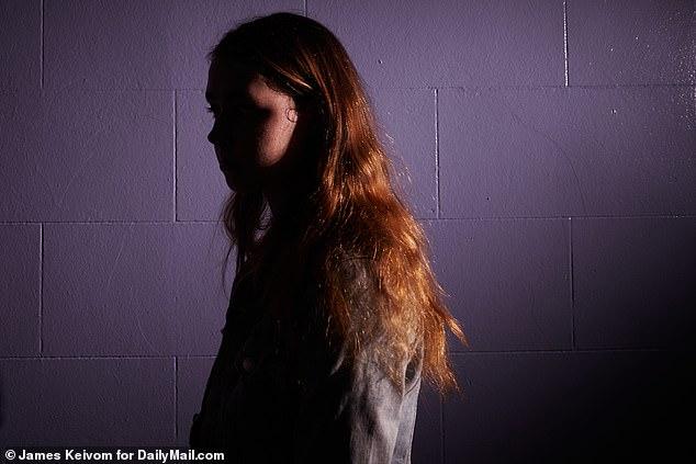 ضحية جديدة تتهم جيفري ايبستين باغتصابها إلى جانب أكثر من 100 فتاة أخرى