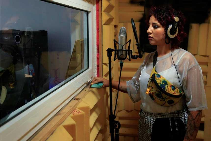 شاهد مغنيات يحققن تقدما في مجال موسيقى الراب في المغرب