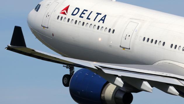 للمرة  الثالثة، عودة رحلة طيران أمريكية بسبب رفض ركاب ارتداء أقنعة