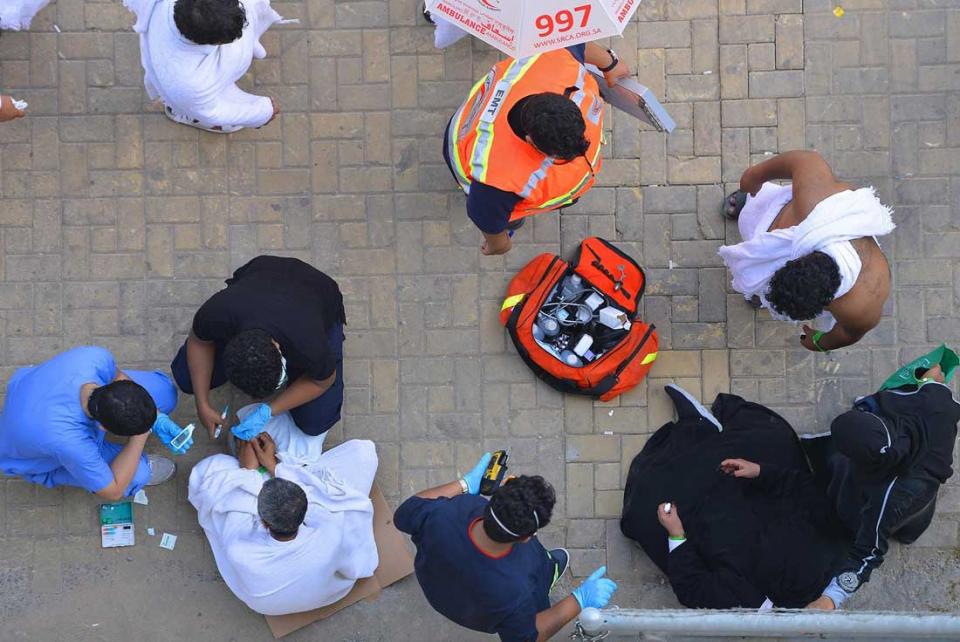 شاهد الحجاج المسلمين يمضون ساعات العزل الأخيرة قبل بدء المناسك في مكة