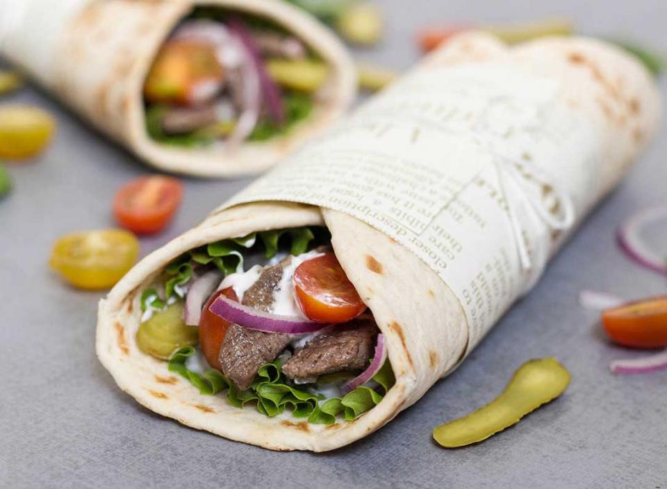حالة وفاة و700 إصابة جراء تسمم غذائي من وجبات شاورما في الأردن
