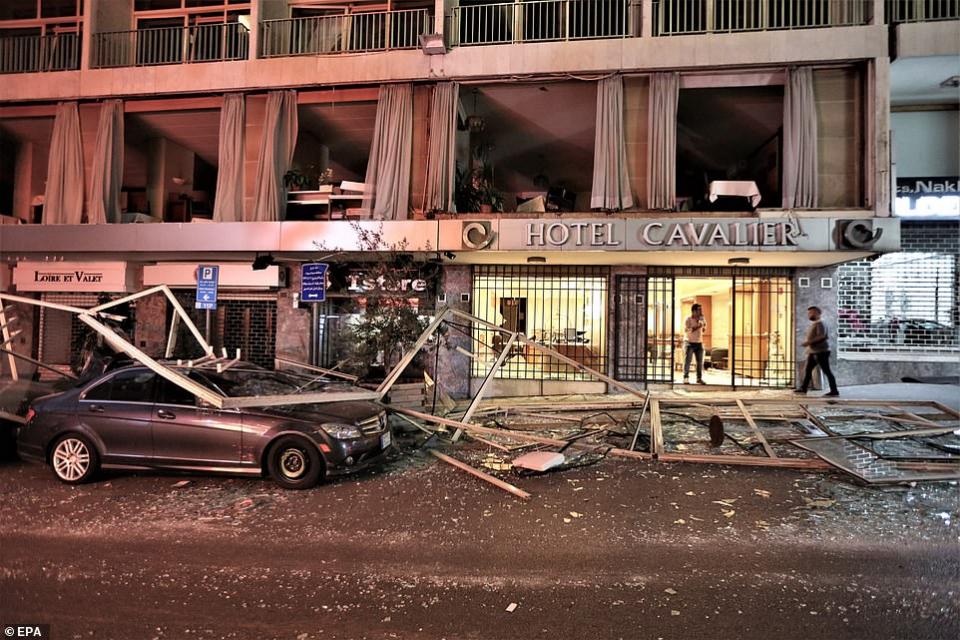 صور مشاهد الدمار المرعبة في بيروت عقب انفجار يعادل قنبلة نووية تكتيكية