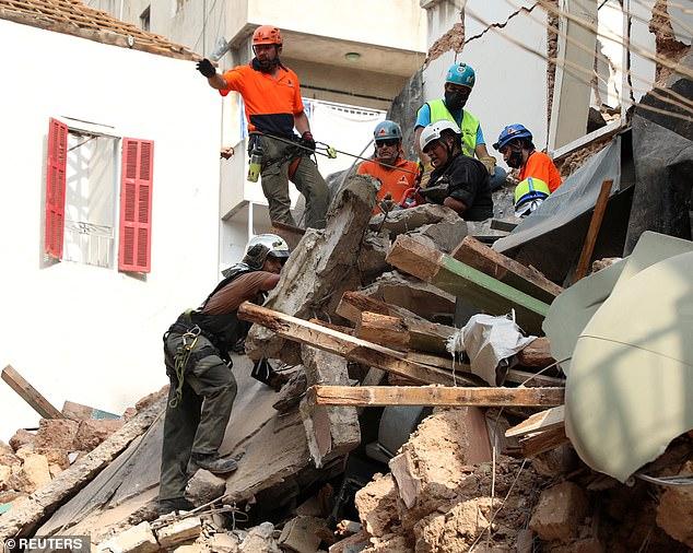 أنباء عن رصد أحياء تحت انقاض انفجار بيروت بعد أكثر من شهر على الكارثة