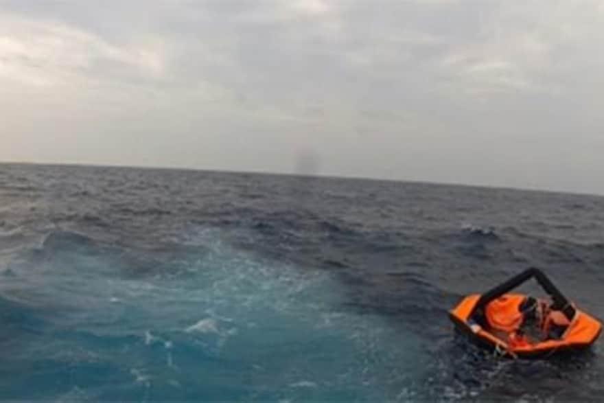 تحقيقات بغرق سفينة تجارية إماراتية مقابل المياه البحرية اليابانية