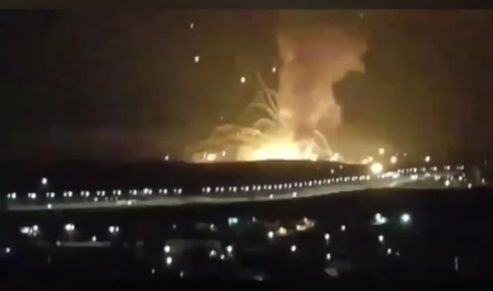 انفجارات قوية تهز منشأة عسكرية بالأردن
